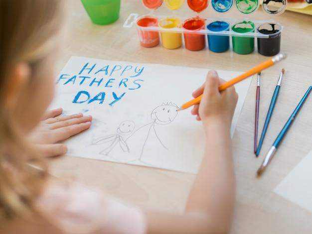 Счастливый день отца рисунок, сделанный дочерью Бесплатные Фотографии