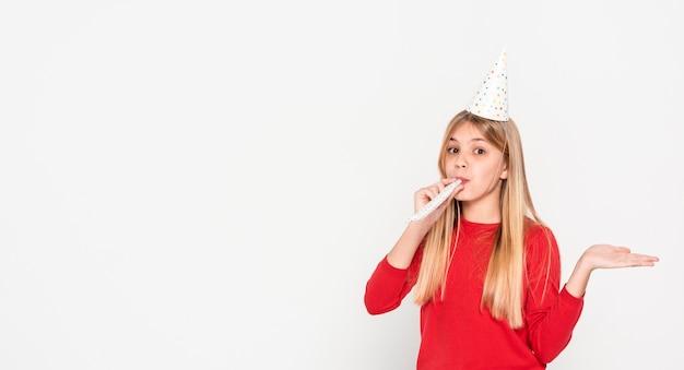 コピースペースの女の子の誕生日パーティーの準備ができて 無料写真