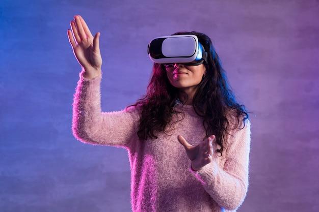 Новая технология виртуальной реальности гарнитура вид спереди Бесплатные Фотографии