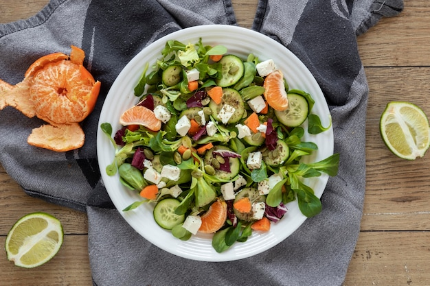 果物と野菜の上面サラダ 無料写真
