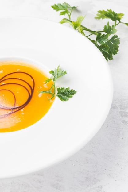 ハイアングル野菜クリームスープ 無料写真