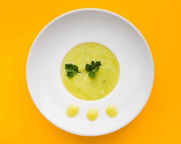 トップビューのグリーンクリームスープ 無料写真