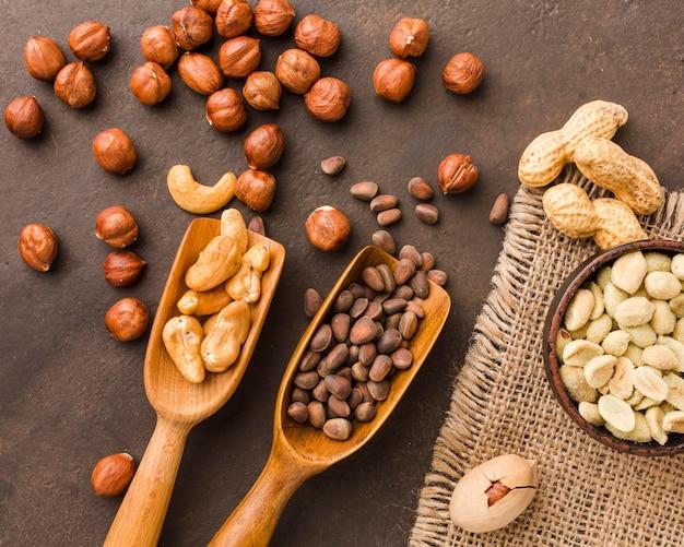Вид сверху разных видов орехов Бесплатные Фотографии