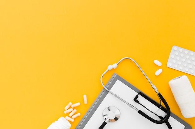 聴診器での丸薬 無料写真