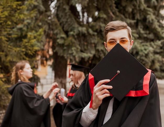 肖像画卒業少年 無料写真