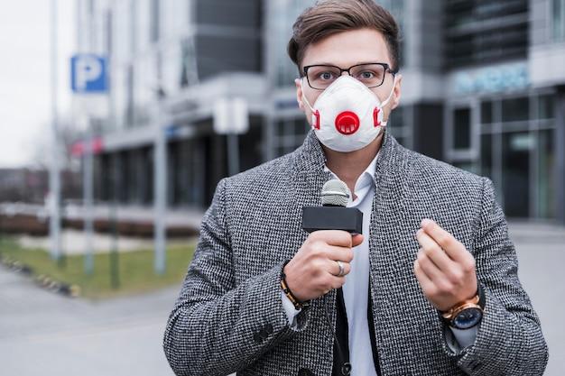 Журналист с маской Бесплатные Фотографии