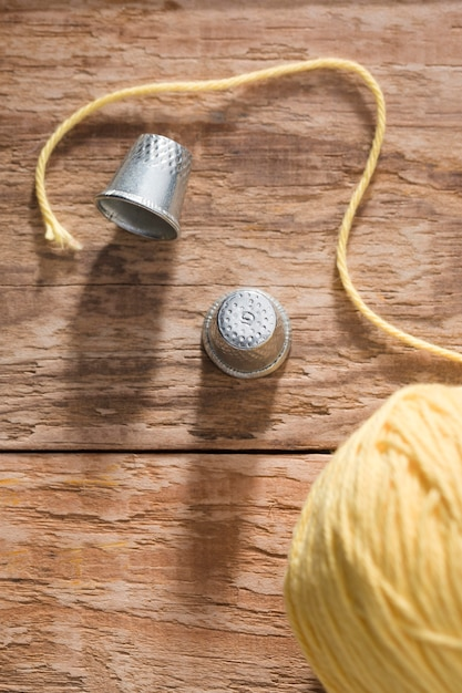 指ぬきと糸の平面図 無料写真