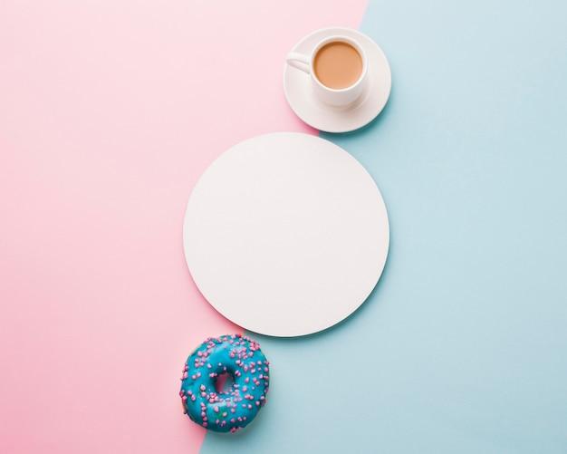 Чашка кофе с пончиком Бесплатные Фотографии