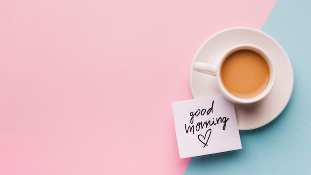 一杯のコーヒーとおはようメッセージ 無料写真