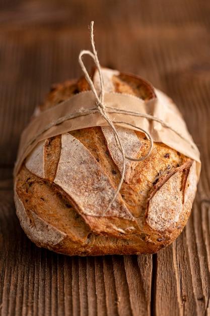 Высокий угол хлеба на деревянном фоне Бесплатные Фотографии