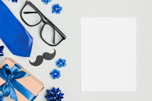 Чистый лист сверху с подарками на день отца Бесплатные Фотографии