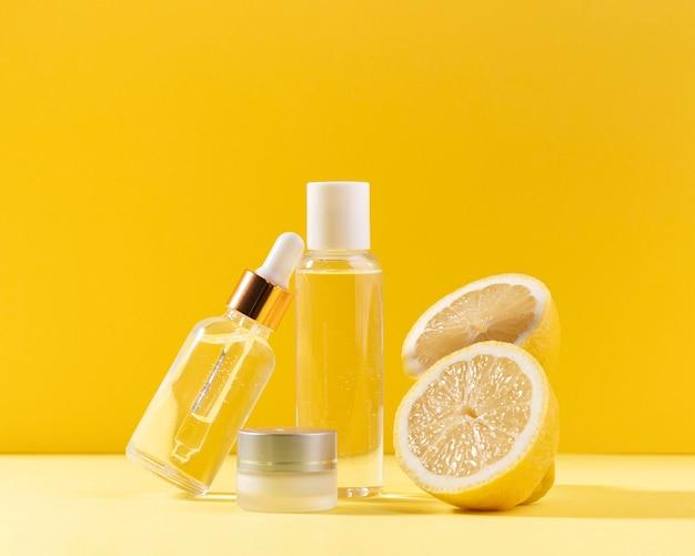 レモンとボトルの配置 無料写真