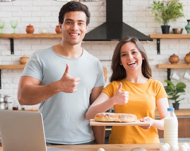 Недурно жест пара готовит хлеб Бесплатные Фотографии