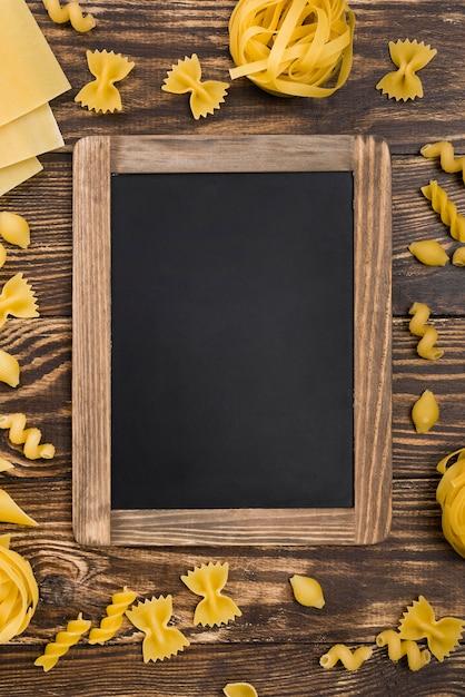 イタリアのパスタと黒板 無料写真