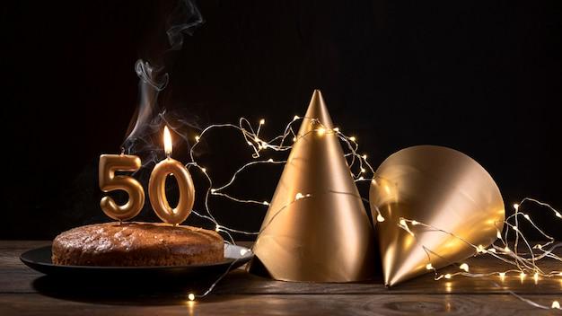 テーブルの上のクローズアップ周年記念ケーキ 無料写真