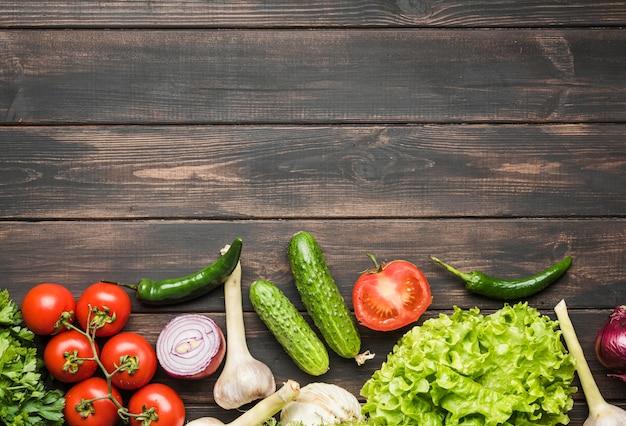 Овощи на копией пространства деревянном фоне Бесплатные Фотографии