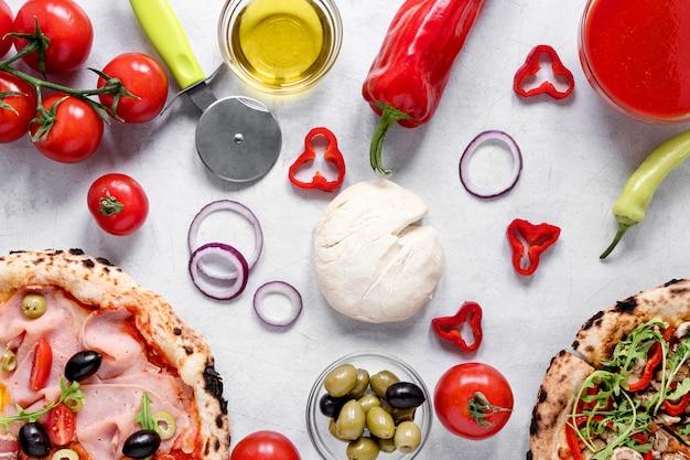 Вышеуказанное расположение ингредиентов для пиццы Бесплатные Фотографии