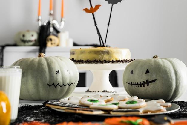 Подготовка к вечеринке в честь хэллоуина Бесплатные Фотографии