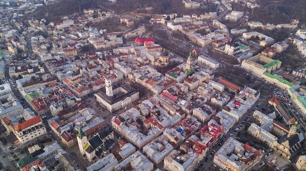 リヴィウ、ウクライナの住宅の市庁舎からの平面図。上からリヴィウ旧市街。 無料写真