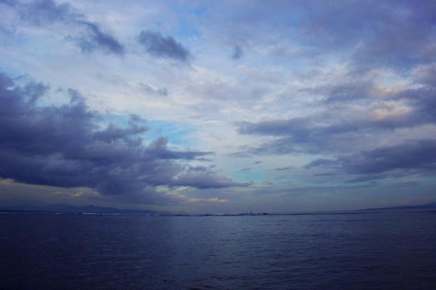 海の上の雲 Premium写真