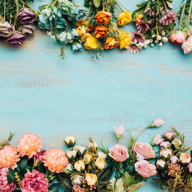 中央にコピースペースのあるカラフルな花。 無料写真