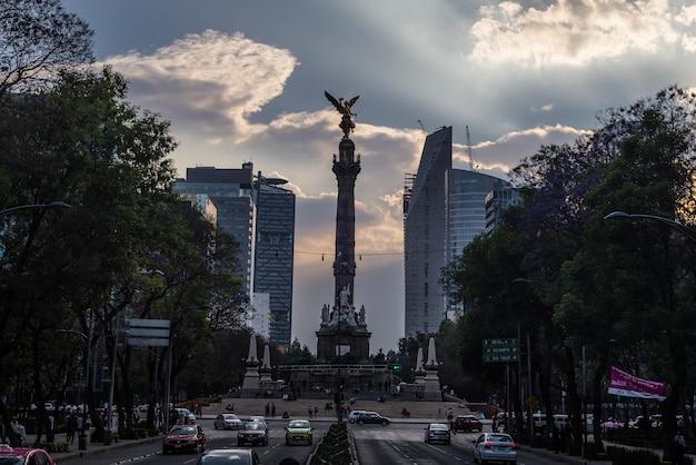 独立記念日天使メキシコ記念碑 Premium写真