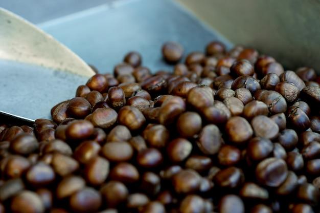 焼き栗、甘い香り、コーヒーの香り便利な食べ物を食べるコンセプトコピースペース付き Premium写真