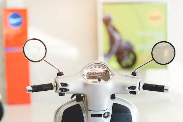 さまざまな場所で私たちを連れて行くことができる二輪車、モサイ Premium写真