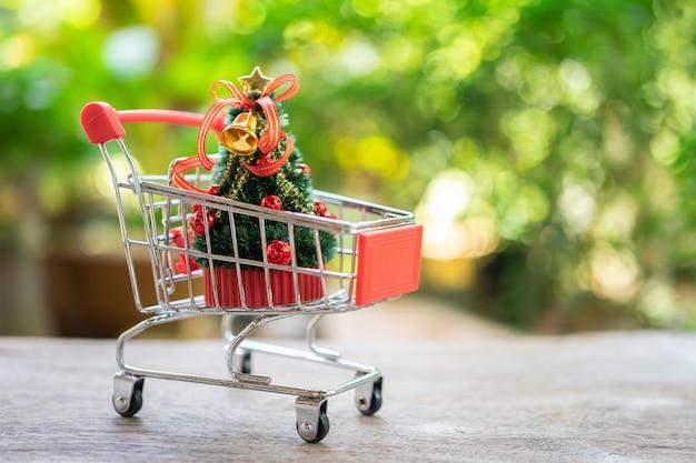 オンラインショッピングとショッピングバッグの配達サービス、 Premium写真