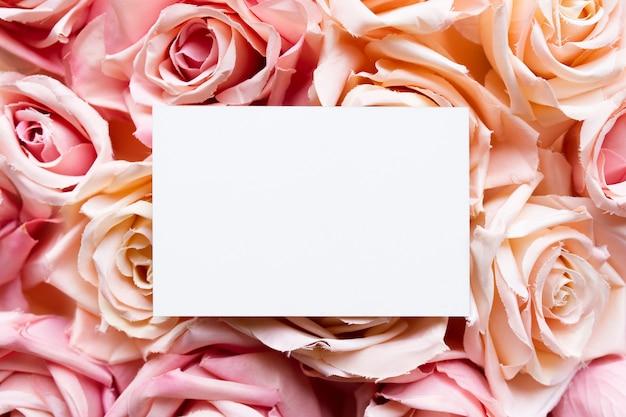 ピンクのバラのグリーティングカード 無料写真