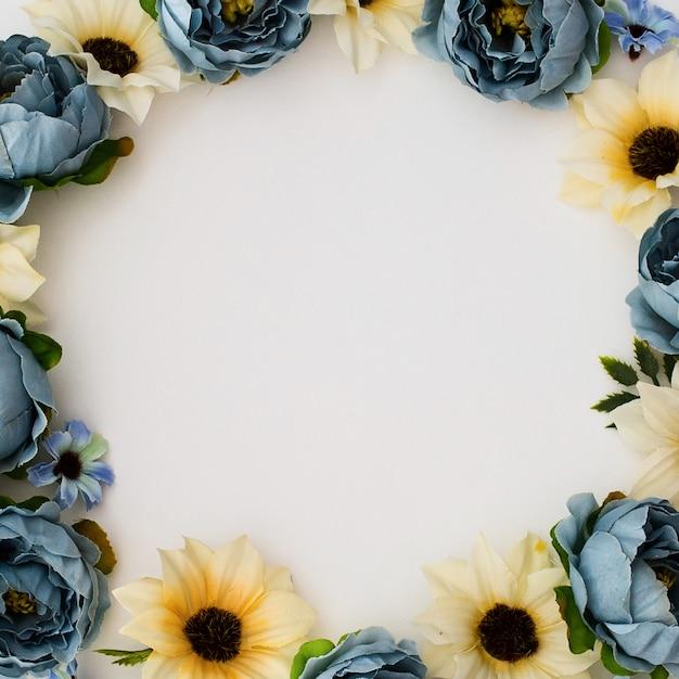 花と結婚式の装飾季節の販売招待状のコレクション。 無料写真