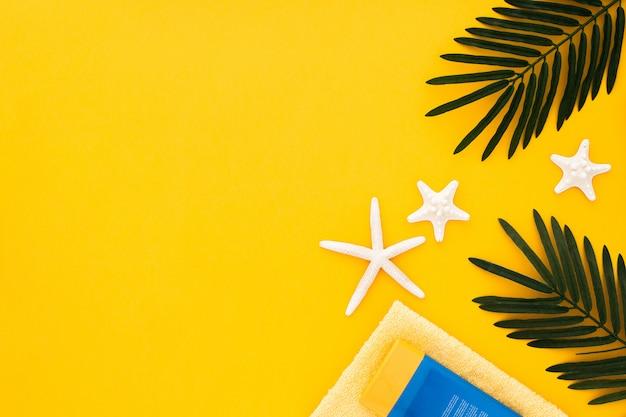 黄色のコピースペースを持つ夏のアクセサリー 無料写真