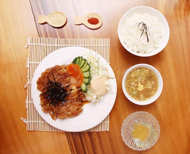 Жареная свинина по-самски Premium Фотографии