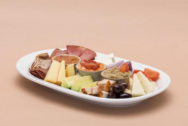 伝統的なルーマニア料理台地 Premium写真