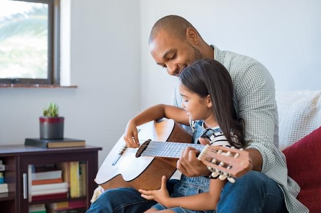 父と娘のギター Premium写真