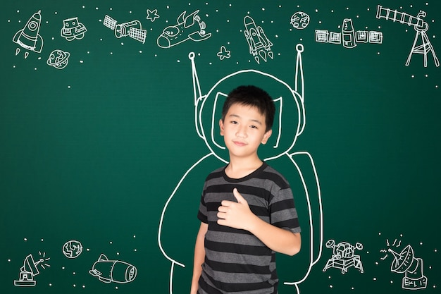 科学と宇宙の冒険、手描きのアジアの子供 Premium写真