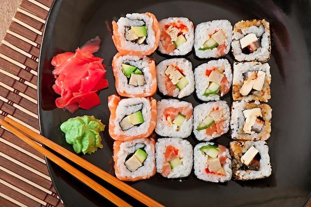 Японская еда - суши и сашими Бесплатные Фотографии