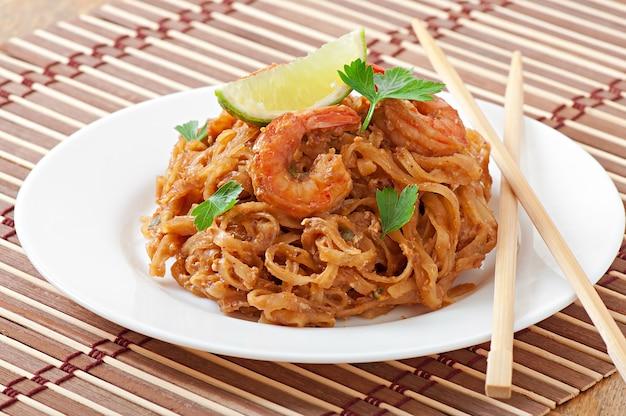 海老と野菜の炒め麺 無料写真