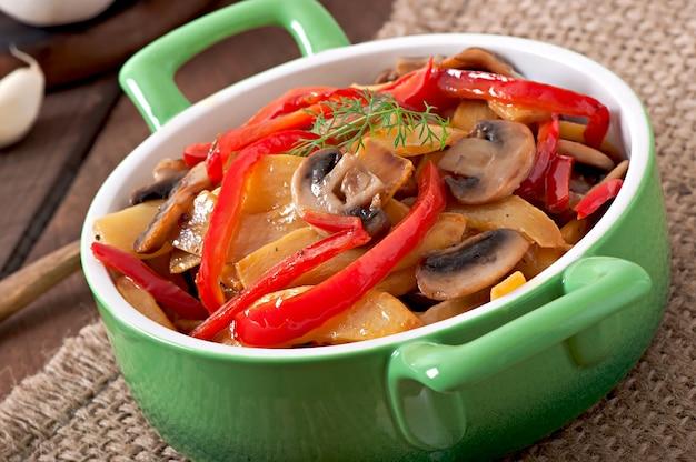 Обжаренные грибы с тыквой и сладким перцем Бесплатные Фотографии