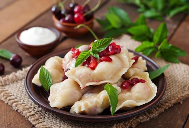 Вкусные вареники с вишней и вареньем. Бесплатные Фотографии