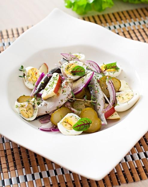 Салат из сельди, яблоки и яйца Бесплатные Фотографии