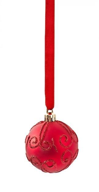 白のリボンからぶら下がっている赤いクリスマス飾り 無料写真