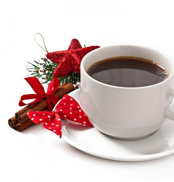 エスプレッソコーヒーとクリスマスの装飾のカップ 無料写真