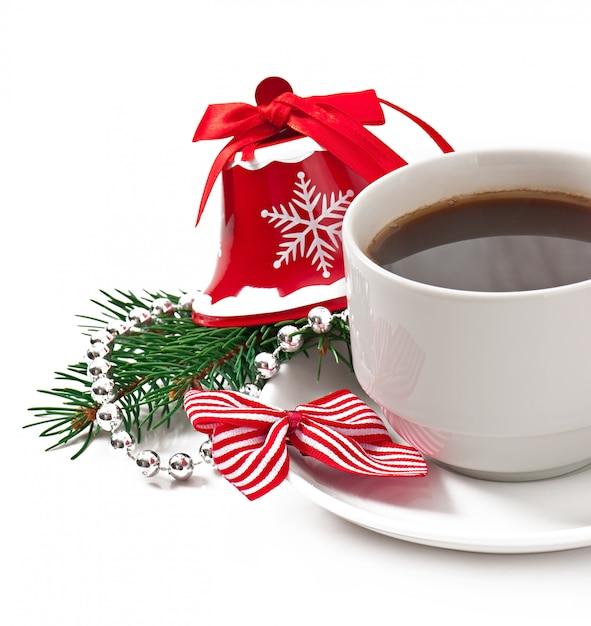 Чашка кофе эспрессо и рождественские украшения Бесплатные Фотографии