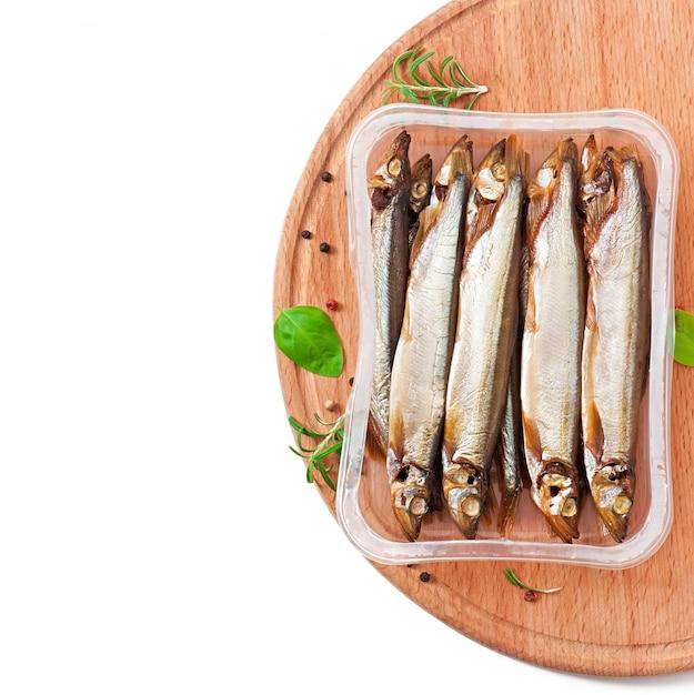 ビールと魚の燻製 無料写真