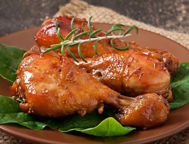 ハニーマスタードのマリネで焼いた鶏肉のドラムスティック 無料写真