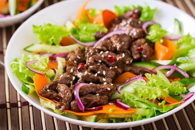 牛肉の照り焼きサラダ 無料写真