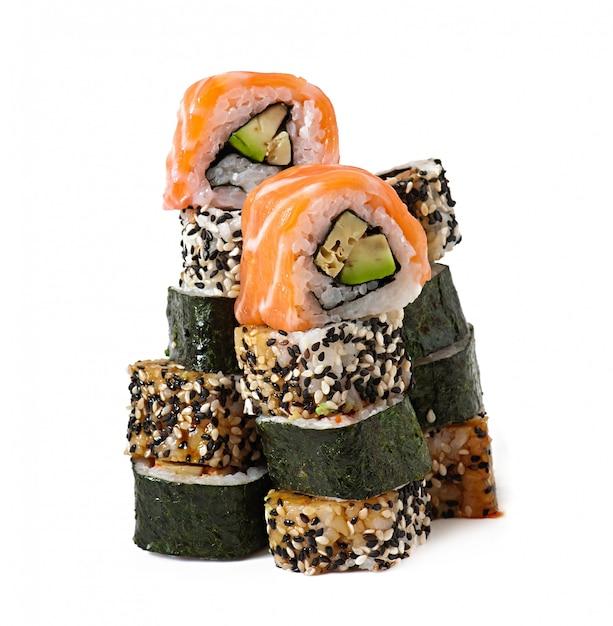 白で隔離巻き寿司 無料写真