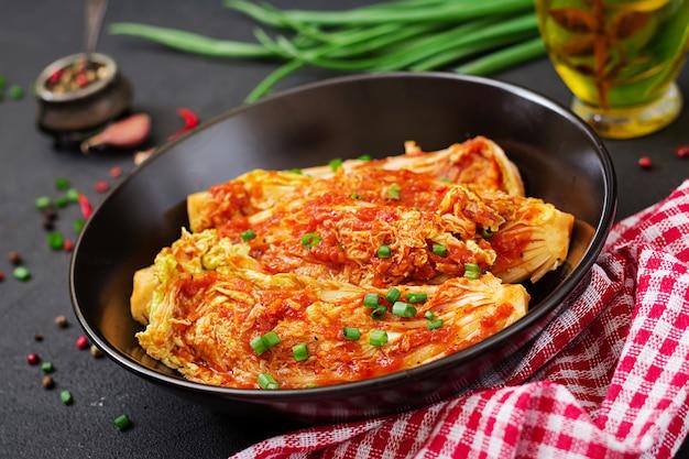 Китайская капуста. кимчи капуста. корейская традиционная еда Бесплатные Фотографии