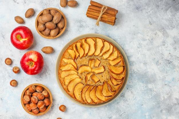 シナモンと甘い自家製アップルケーキ 無料写真